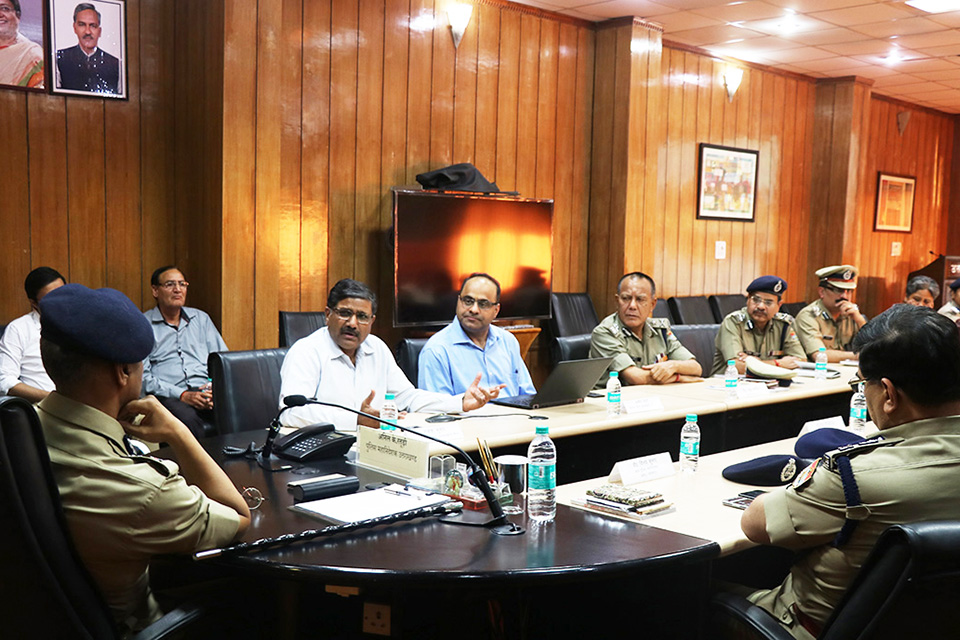 Dr. Joshi interacting with DGP and other police officials of the state of Uttarakhand.